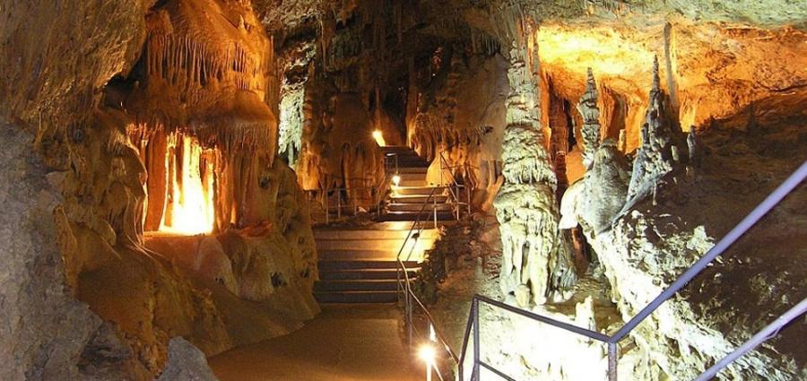 Скельская сталактитовая пещера